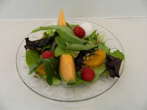 fresh salad_with fresh fruit