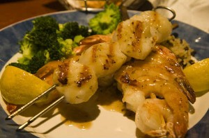 eating healthy with scallops and broccoli