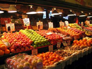 healthy eating habits include fresh fruits and vegetables